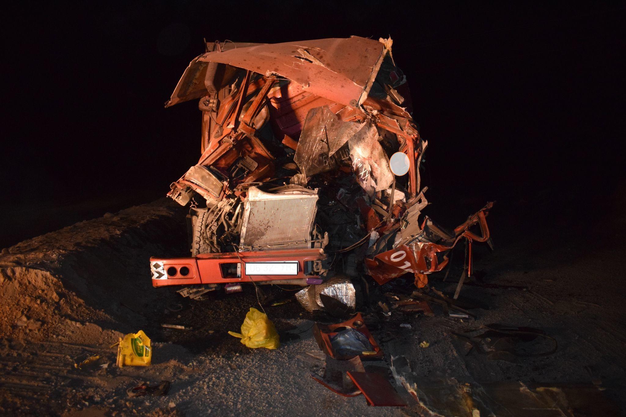 Нүүрс тээврийн автомашинууд мөргөлдөж, 20 настай залуу амиа алджээ